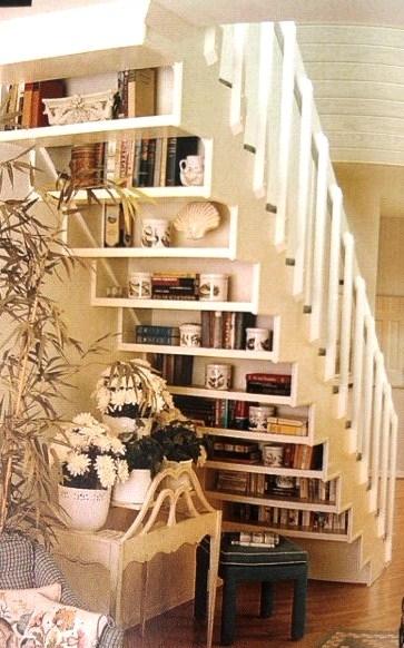 Resultado de imagem para biblioteca sob a escada