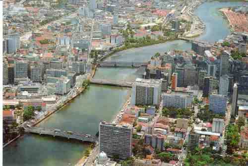 Resultado de imagem para Centro de Recife com o rio Capibaribe